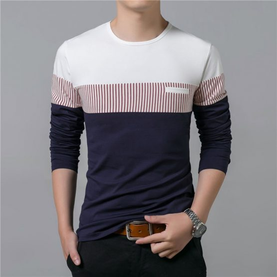 Straight T-shirt with a round neckline and long sleeves. Featuring a patch chest pocket with stripped detail.