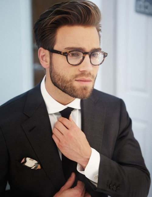 What to wear with a tie?
